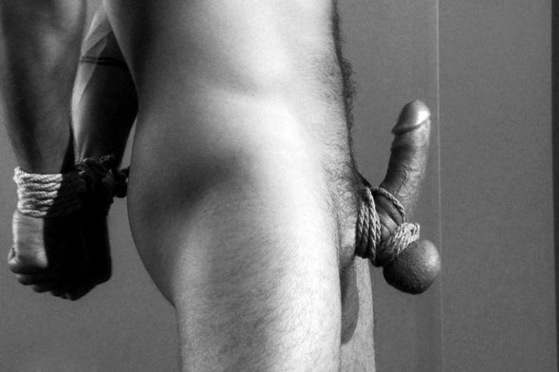 tortura genital gay
