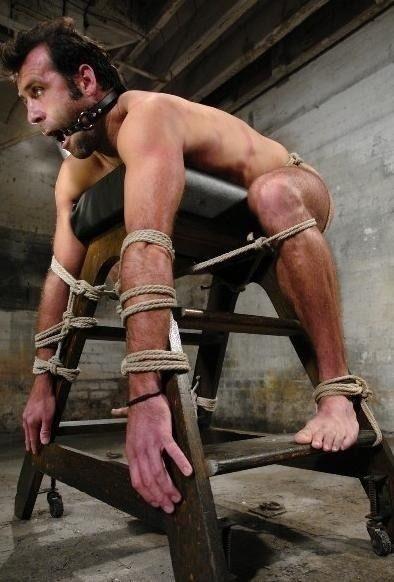 hombre-bondage-cuerdas-esposas-sexshop-gay-mastersex