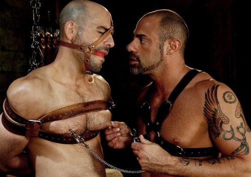 pinzas-tortura-pezones-bdsm-gay-mastersex2