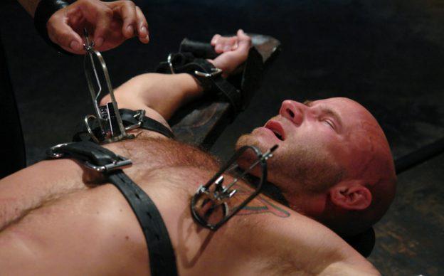 nipple-stretching-bdsm-sexshopgay-mastersex