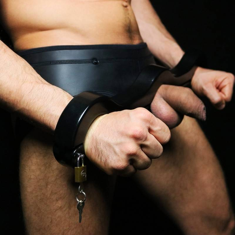 black-wooden-cockring-pillory2